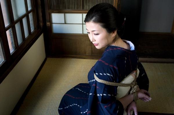 全裸熟女を緊縛 樋口冴子(桐島千沙)SM画像85枚の003枚目