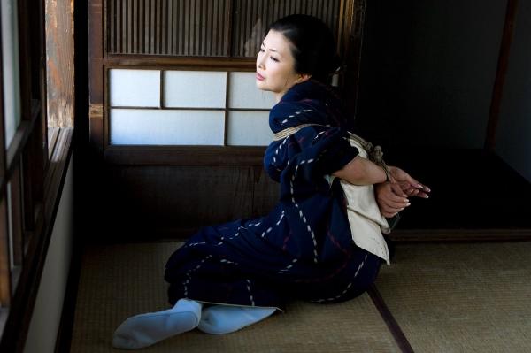 全裸熟女を緊縛 樋口冴子(桐島千沙)SM画像85枚の005枚目