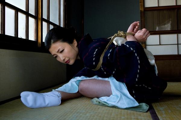 全裸熟女を緊縛 樋口冴子(桐島千沙)SM画像85枚の008枚目