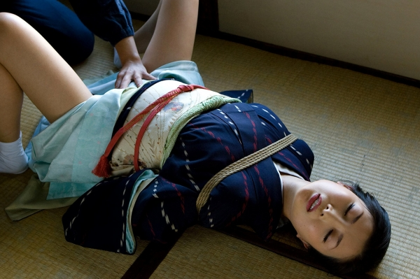 全裸熟女を緊縛 樋口冴子(桐島千沙)SM画像85枚の011枚目