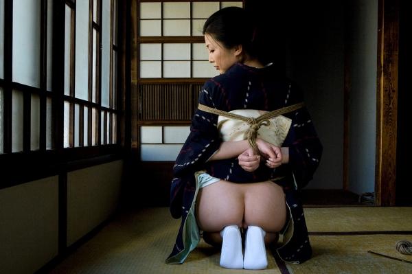 全裸熟女を緊縛 樋口冴子(桐島千沙)SM画像85枚の016枚目