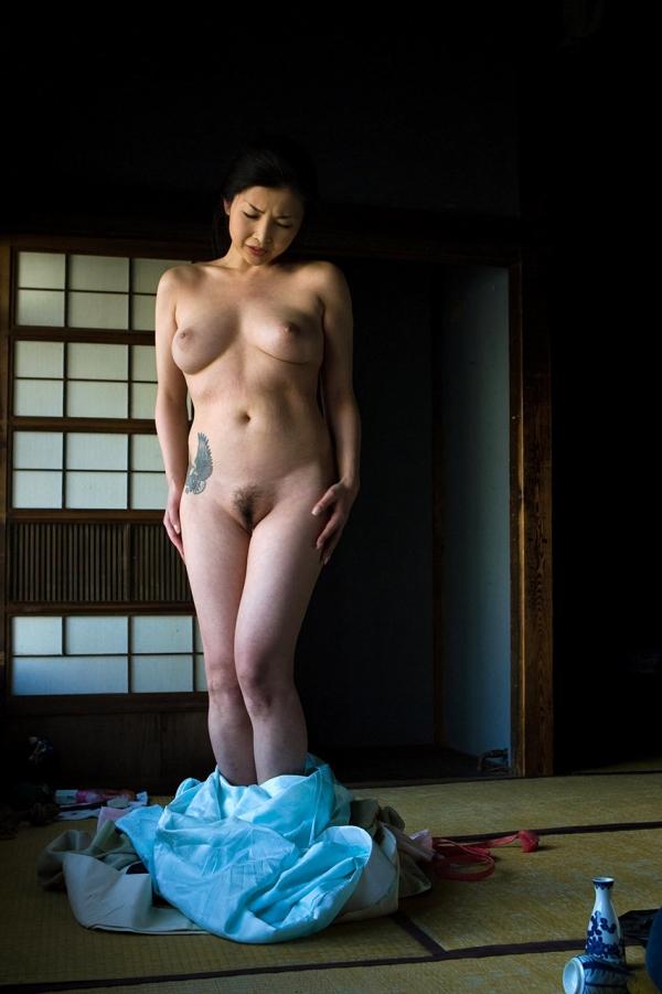 全裸熟女を緊縛 樋口冴子(桐島千沙)SM画像85枚の022枚目