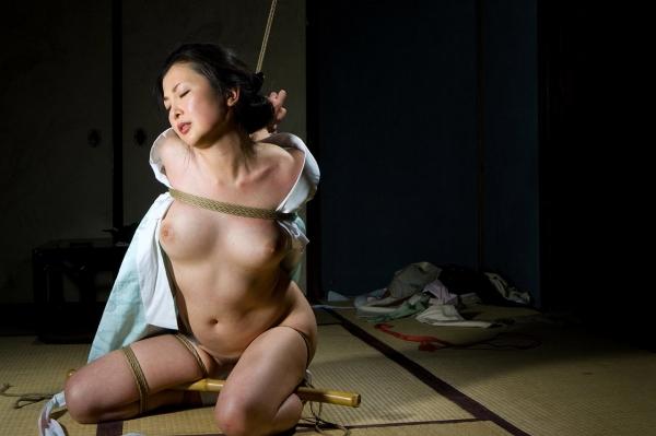 全裸熟女を緊縛 樋口冴子(桐島千沙)SM画像85枚の034枚目