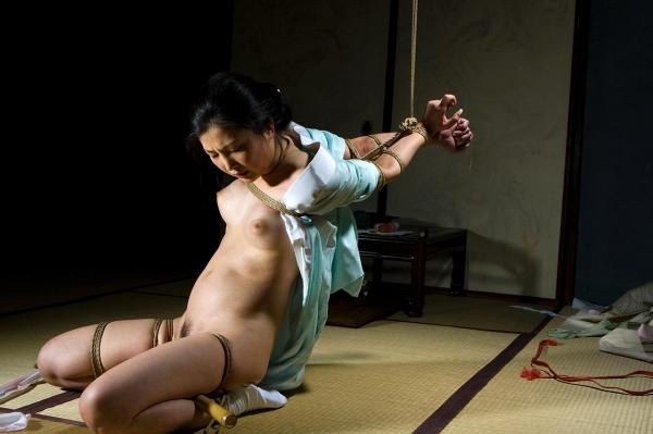 全裸熟女を緊縛 樋口冴子(桐島千沙)SM画像85枚の035枚目