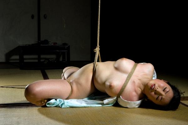 全裸熟女を緊縛 樋口冴子(桐島千沙)SM画像85枚の036枚目