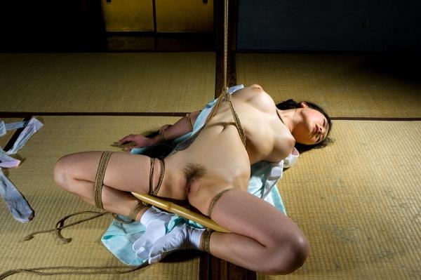 全裸熟女を緊縛 樋口冴子(桐島千沙)SM画像85枚の037枚目
