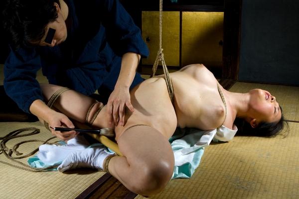全裸熟女を緊縛 樋口冴子(桐島千沙)SM画像85枚の038枚目