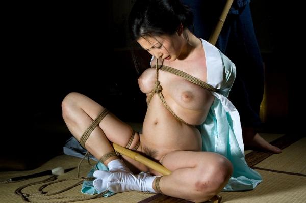 全裸熟女を緊縛 樋口冴子(桐島千沙)SM画像85枚の039枚目