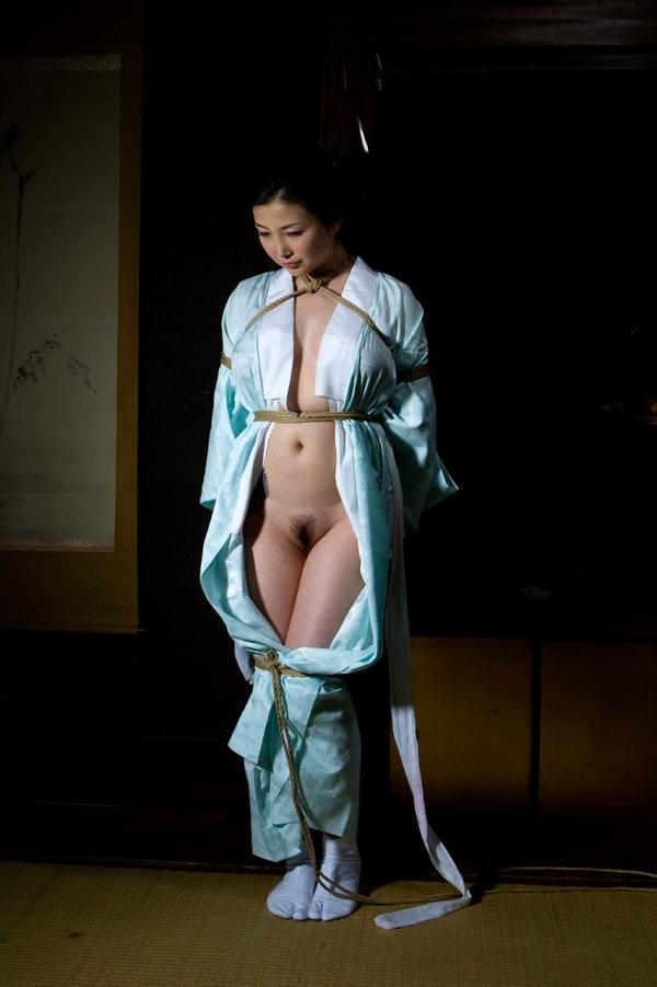 全裸熟女を緊縛 樋口冴子(桐島千沙)SM画像85枚の040枚目