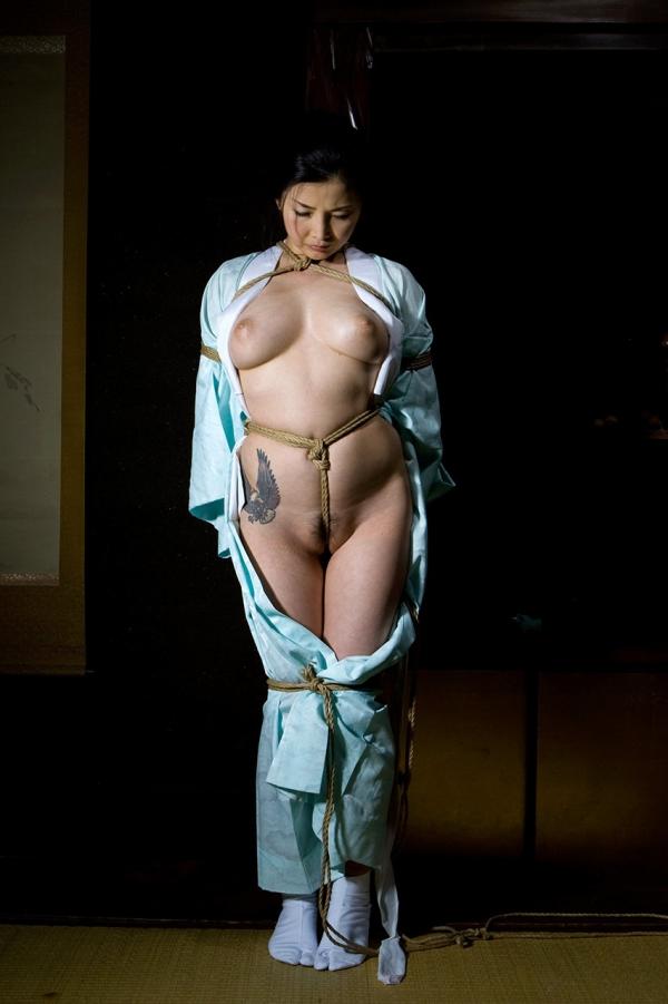 全裸熟女を緊縛 樋口冴子(桐島千沙)SM画像85枚の042枚目