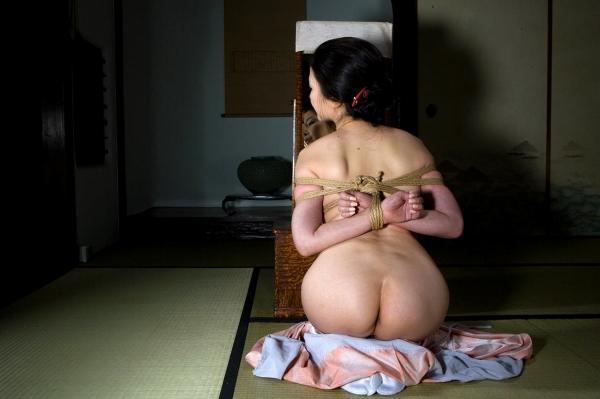 全裸熟女を緊縛 樋口冴子(桐島千沙)SM画像85枚の052枚目