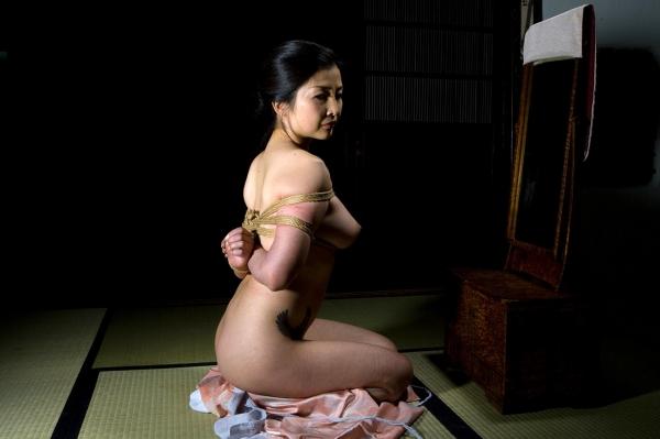 全裸熟女を緊縛 樋口冴子(桐島千沙)SM画像85枚の053枚目