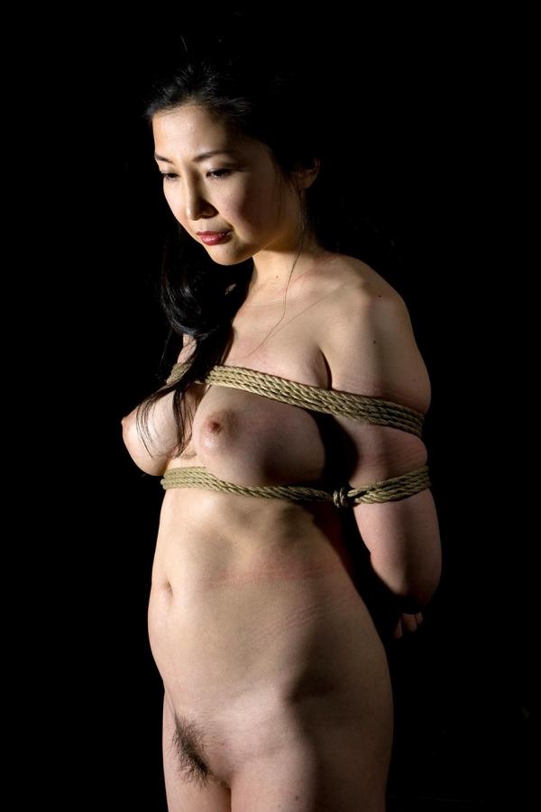 全裸熟女を緊縛 樋口冴子(桐島千沙)SM画像85枚の066枚目