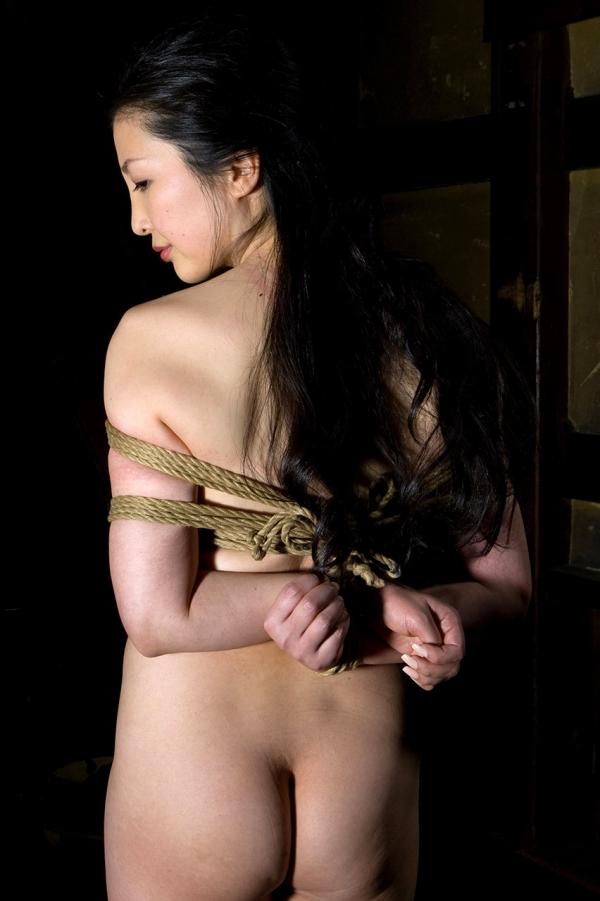全裸熟女を緊縛 樋口冴子(桐島千沙)SM画像85枚の067枚目