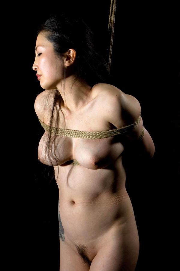 全裸熟女を緊縛 樋口冴子(桐島千沙)SM画像85枚の071枚目