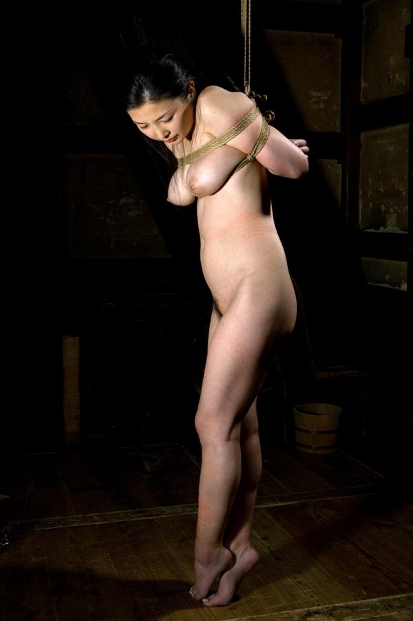 全裸熟女を緊縛 樋口冴子(桐島千沙)SM画像85枚の072枚目