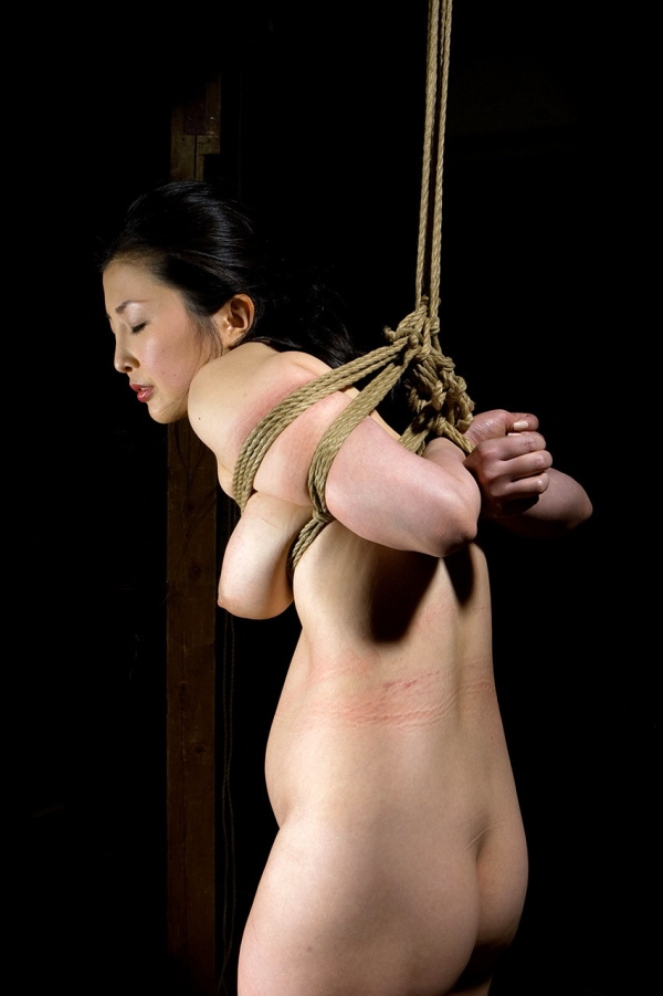 全裸熟女を緊縛 樋口冴子(桐島千沙)SM画像85枚の073枚目