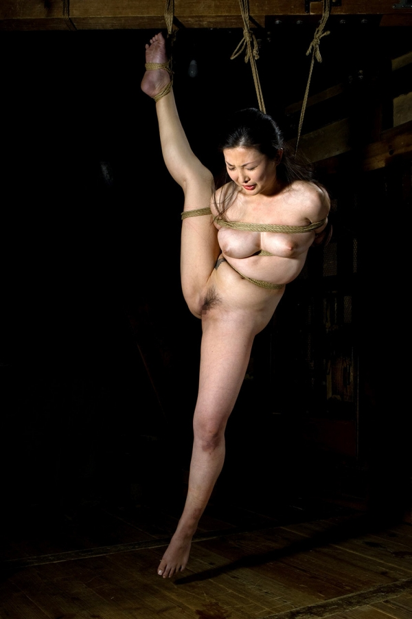 全裸熟女を緊縛 樋口冴子(桐島千沙)SM画像85枚の076枚目
