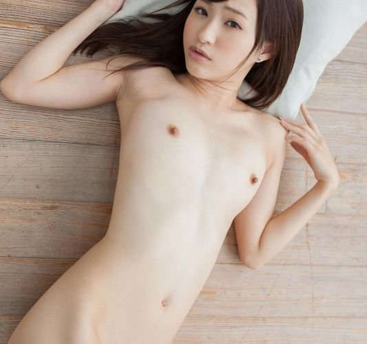 貧乳美女の全裸画像110枚の1