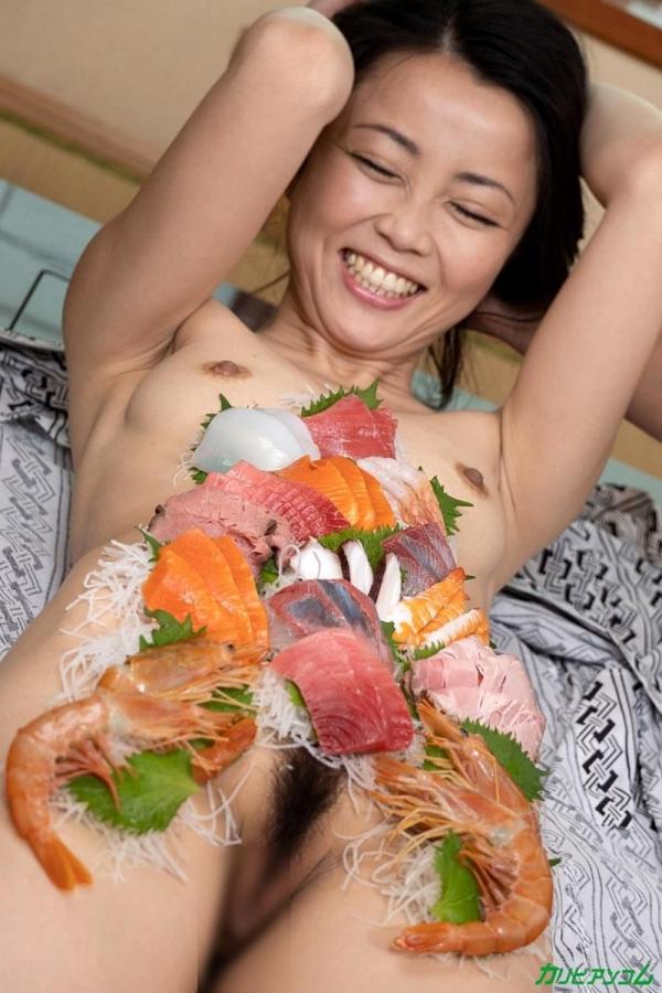 広瀬奈津美 人妻秘湯なされるがままの女体盛りエロ画像46枚のb26枚目