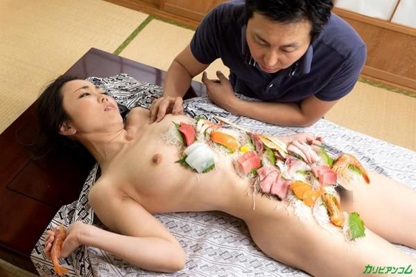 広瀬奈津美 人妻秘湯なされるがままの女体盛りエロ画像46枚のb27枚目