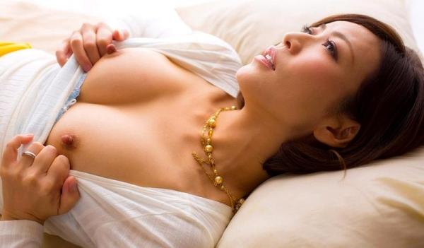 瞳リョウ 無修正で人気の妖艶美熟女のエロ画像40枚のa003枚目