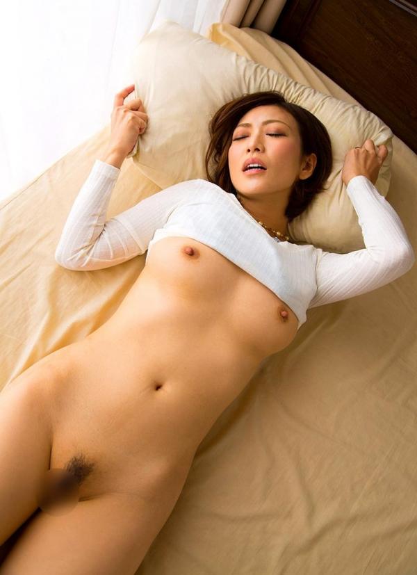 瞳リョウ 無修正で人気の妖艶美熟女のエロ画像40枚のa008枚目