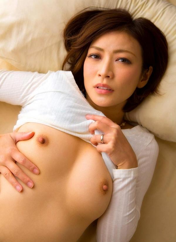 瞳リョウ 無修正で人気の妖艶美熟女のエロ画像40枚のa009枚目