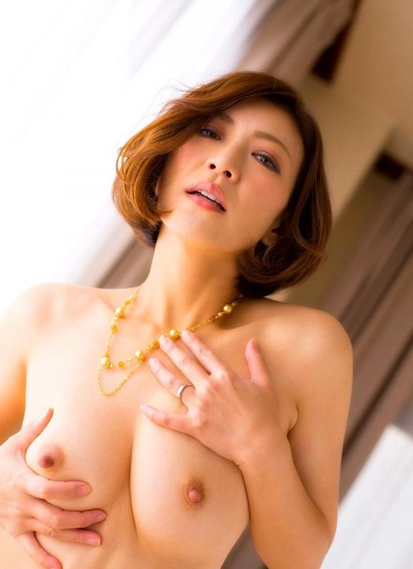 瞳リョウ 無修正で人気の妖艶美熟女のエロ画像40枚のa014枚目