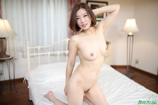 瞳リョウ 無修正で人気の妖艶美熟女のエロ画像40枚のb006枚目