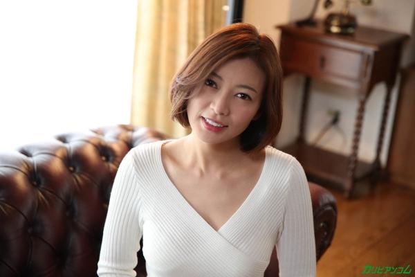 瞳リョウ 無修正で人気の妖艶美熟女のエロ画像40枚のc002枚目