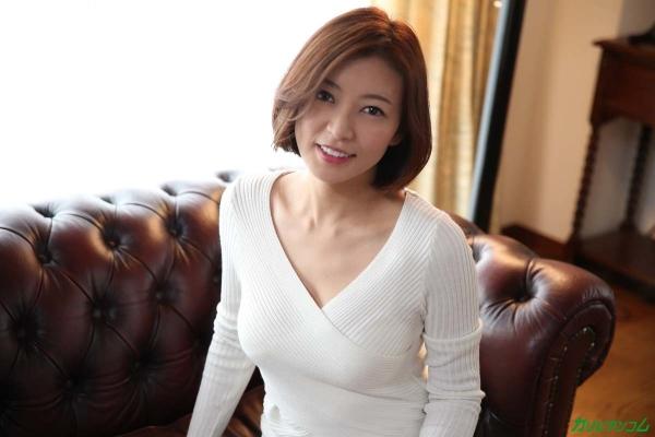 瞳リョウ 無修正で人気の妖艶美熟女のエロ画像40枚のc003枚目