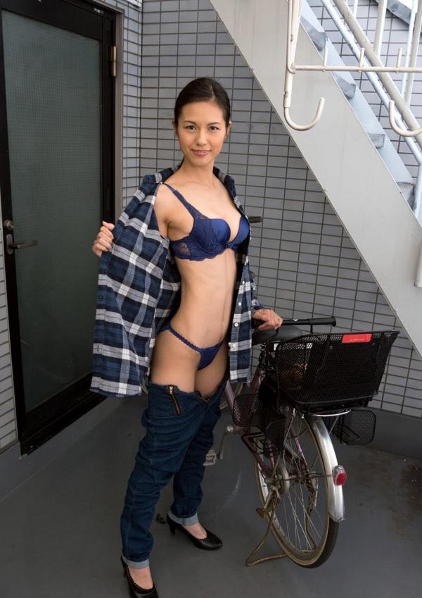 30代主婦の不倫セックス!熟女エロ画像110枚の003枚目