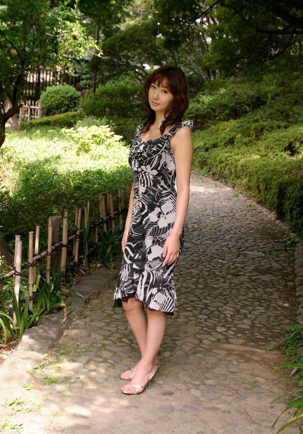 人妻のエロ画像 綺麗な若妻がしっぽりしてる90枚の024枚目