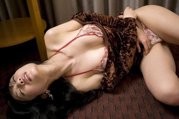 人妻のエロ画像 綺麗な若妻がしっぽりしてる90枚の081枚目