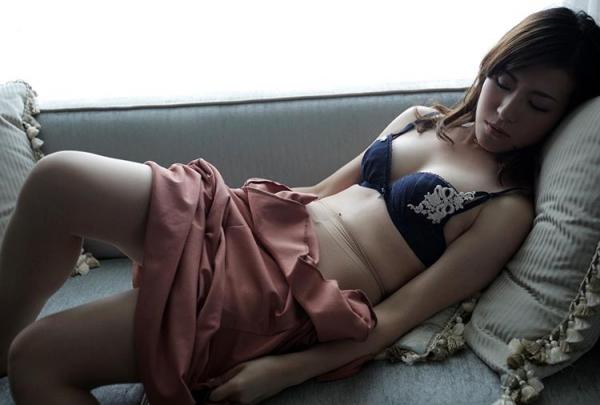 セレブな人妻達の性欲解消 秘密の情事エロ画像100枚の005枚目
