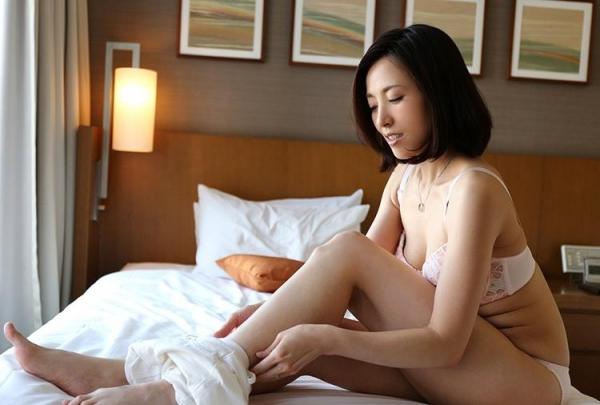 セレブな人妻達の性欲解消 秘密の情事エロ画像100枚の049枚目