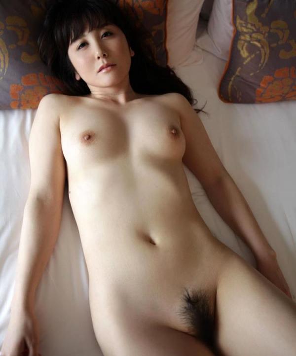 セレブな人妻達の性欲解消 秘密の情事エロ画像100枚の075枚目