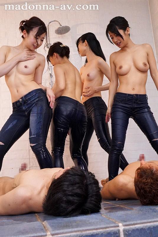 人妻ジーパン画像 下半身にピッタリとフィットするデニムパンツ52枚のa004枚目