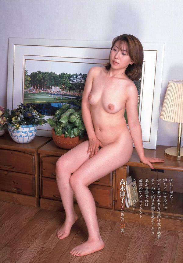 通販限定で高額販売されてる素人熟女ヌード写真集の中身がこちらの03枚目