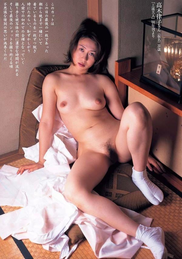 通販限定で高額販売されてる素人熟女ヌード写真集の中身がこちらの09枚目
