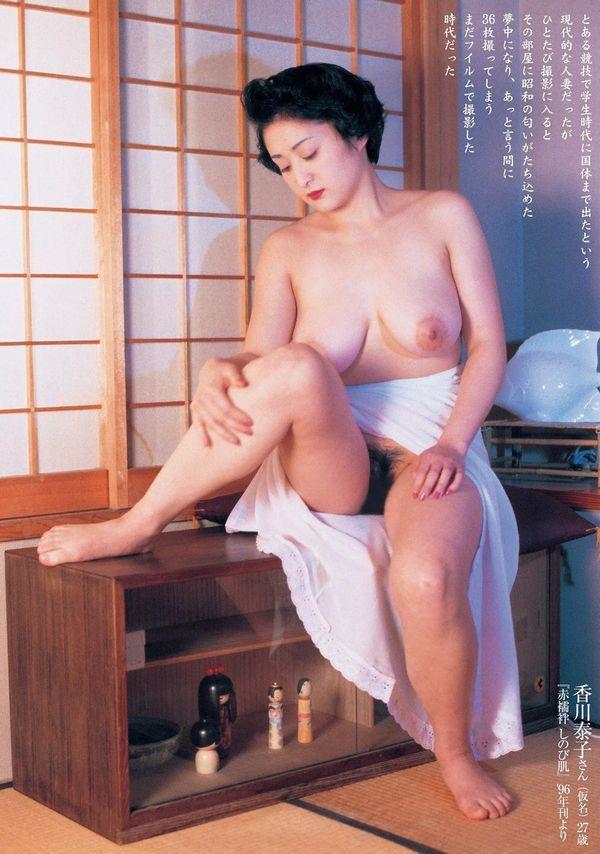 通販限定で高額販売されてる素人熟女ヌード写真集の中身がこちらの15枚目