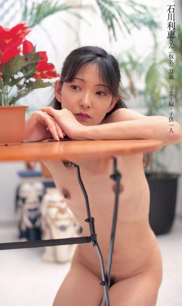 通販限定で高額販売されてる素人熟女ヌード写真集の中身がこちらの26枚目