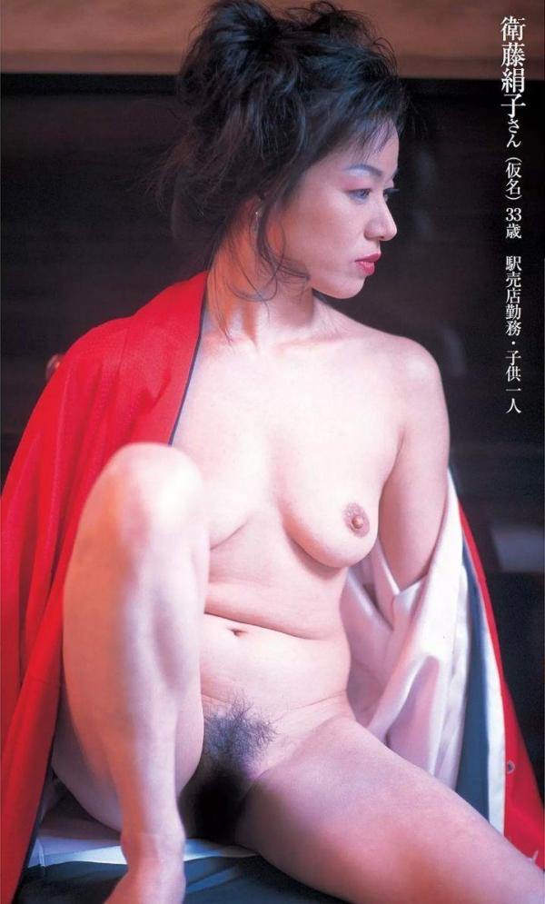 通販限定で高額販売されてる素人熟女ヌード写真集の中身がこちらの28枚目