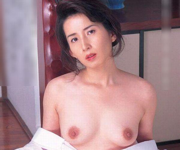 通販限定で高額販売されてる素人熟女ヌード写真集の中身がこちらの1