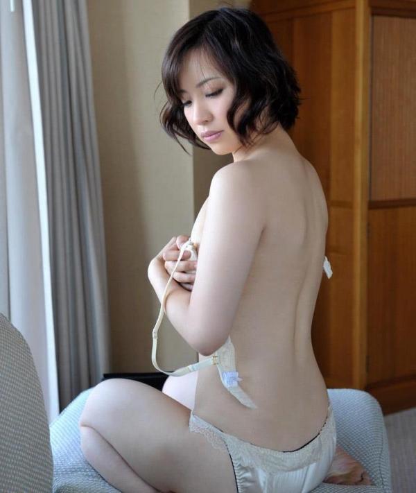 若妻寝取り 微乳のミセス中村佑香セックス画像65枚の010枚目