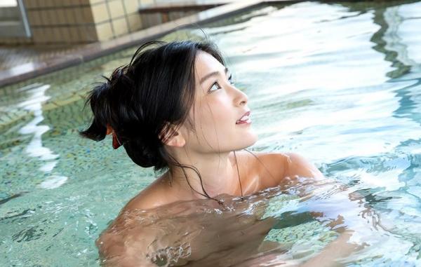 スレンダー美人本庄鈴の艶肌しっとり入浴画像42枚のb01枚目