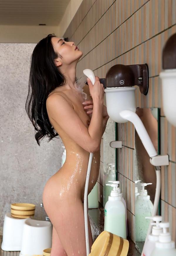 スレンダー美人本庄鈴の艶肌しっとり入浴画像42枚のb09枚目