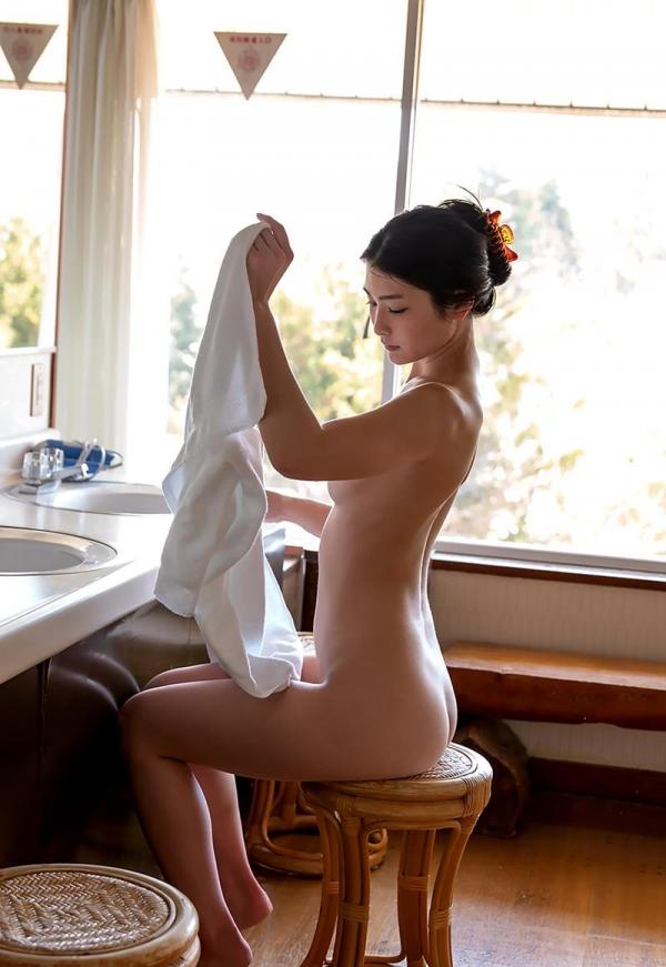 スレンダー美人本庄鈴の艶肌しっとり入浴画像42枚のb26枚目