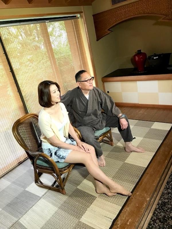 美熟女北条麻紀さん巨匠緊縛師に縛られて感激する【画像50枚】の01枚目